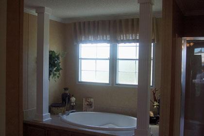 Bathroom Tub with Columns